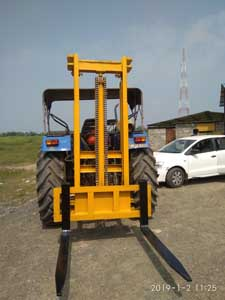 Tractor attachment as forklift